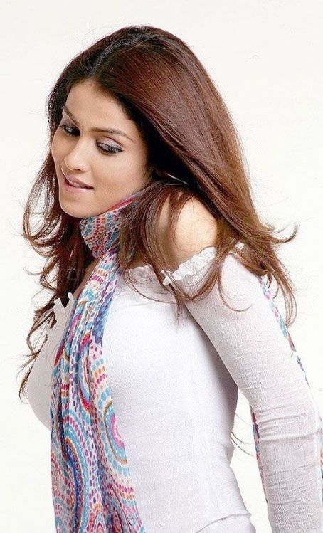 Genelia D'Souza  Looking Cute