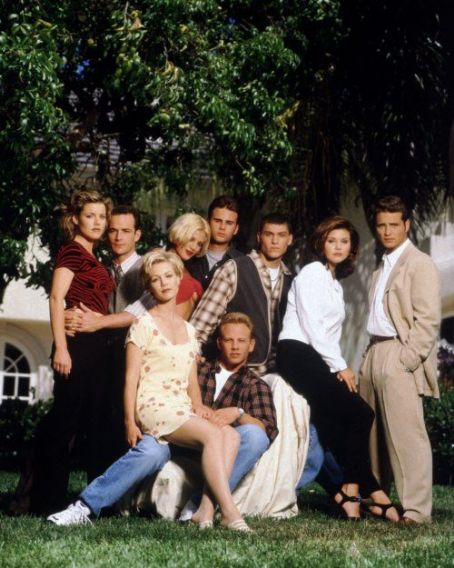 Tiffani Thiessen and Ian Ziering Brian Austin Green, Jason Priestley, Jennie Garth, Luke Perry, Tiffani Thiessen, Tori Spelling, Ian Ziering, Kathleen Robertson and Jamie Walters in Beverly Hills, 90210 (Season Six) (1996)