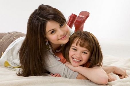Joey King (left to right) Selena Gomez is Beezus and  is Ramona in Ramona & Beezus. Photo credit: Alan Markfield.