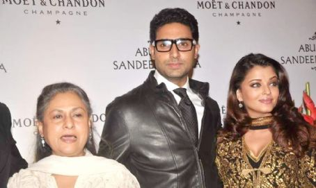 Jaya Bhaduri Abhishek Bachchan and Aishwarya Rai at Abu Jani and Sandeep's 25th year bash