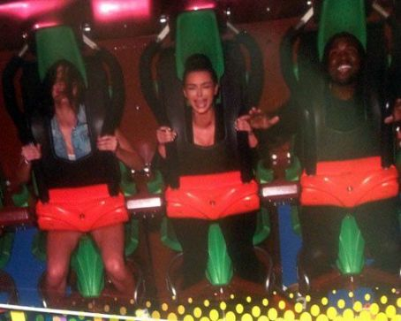 What started out as a fun trip to an amusement park took a dramatic turn when Kim Kardashian broke down in tears while riding a roller coaster with her sister, Kendall Jenner, and her boyfriend, Kanye West, at Six Flags Magic Mountain Amusement Park in Sa