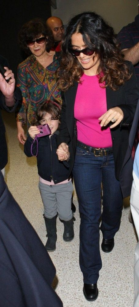 Salma Hayek: Airport Fun with Valentina!