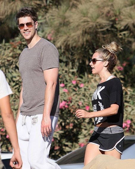 Ashley Tisdale: Hiking with Scott in Runyon Canyon