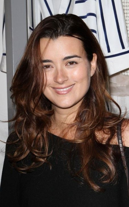 "Cote de Pablo Drops By the ""Late Show"""