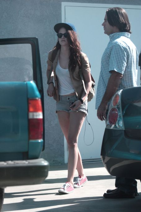 Kristen Stewart - Kristen and Mom in LA - July 11, 2012