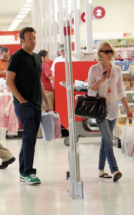 Jason Sudeikis January Jones And : Shopping Sweethearts- Local Target In Los Angeles
