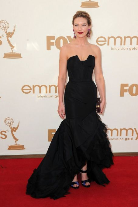 Anna Torv at the 2011 Emmy Awards