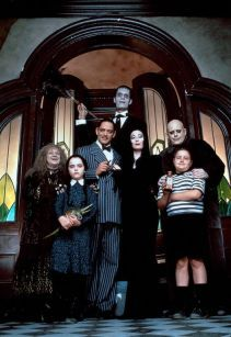 Morticia Addams Christopher Lloyd, Carel Struycken, Raul Julia, Anjelica Huston, Christina Ricci, Jimmy Workman, Judith Malina in The Addams Family (1991)