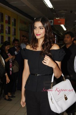 Sonam Kapoor - More Pictures of sonam Kapoor at L'Oreal Paris Fall Repair 3X Range Launch