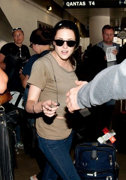 Kristen Stewart Arrives at LAX May 26, 2012