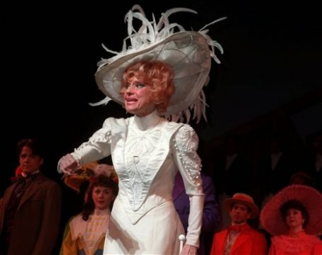 Carol Channing - CAROL CHANNING AS DOLLY LEVI 1964 HELLO DOLLY