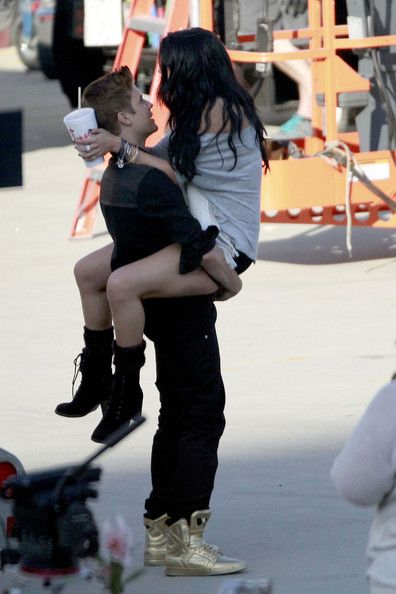 Selena Gomez Visits Justin Bieber on Set