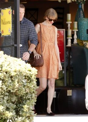 Taylor Swift Out and About Fashion January - May 2012