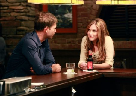 Sara Canning Matthew Davis As Alaric Saltzman And  As Jenna Sommers In The Vampire Diaries