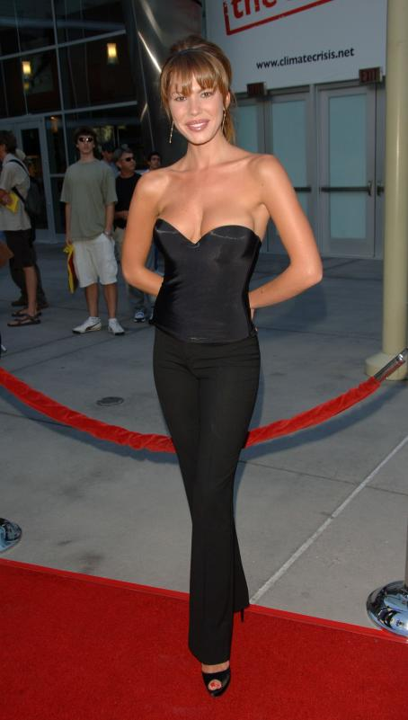 Nikki  Cox, The Groomsmen World Premiere, 12 Jul 2007