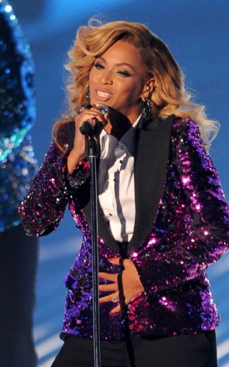 Pregnant Beyonce's Beautiful 2011 MTV VMA Performance