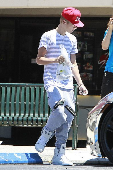 Justin Bieber stopped to pick up lunch at a local Subway in Calabasas, California on July 1, 2012