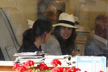 Jenna Dewan-Tatum - Jenna Dewan Getting Her Nails On In West Hollywood