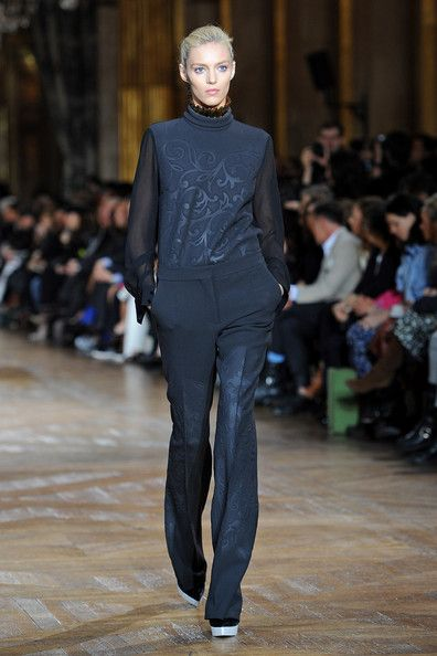 Anja Rubik Walks the Runway for the Stella McCartney Ready-To-Wear Fall/Winter 2012 Show