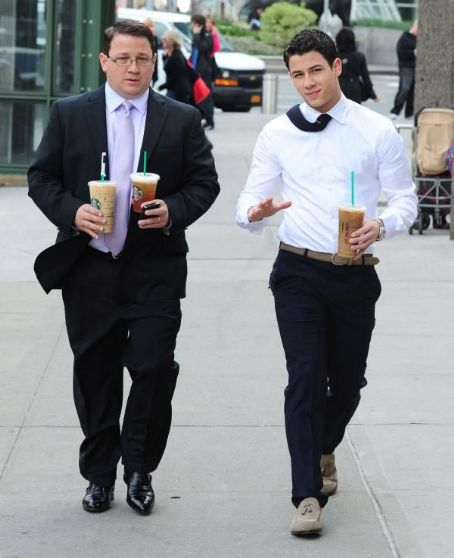 Nick Jonas and his father, Kevin were spotted grabbing himself a pick me up this afternoon, April 30, in New York City