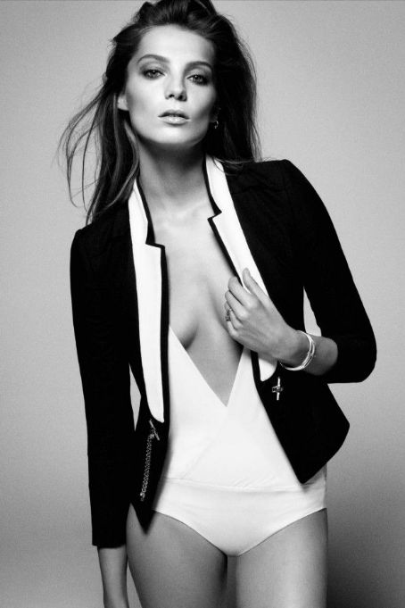 Daria Werbowy - Vogue Magazine Pictorial [Australia] (June 2012)