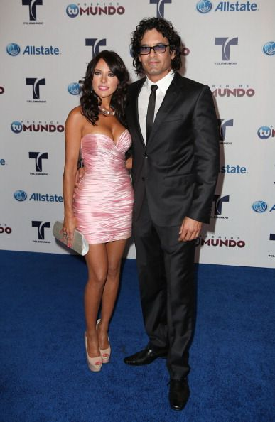 "Vanessa Villela and Mario Cimarro: Awards ""Tu Mundo"" 2012"