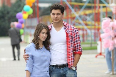 Adini feriha koydum Picture - Photo of Hazal Kaya and Çagatay ...