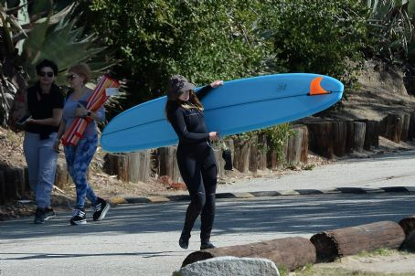 Leighton Meester – With Adam Brody surfing in Malibu