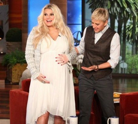 Jessica Simpson Talks Braxton Hicks Contractions