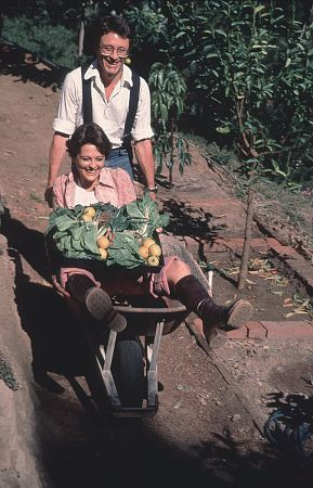 Brenda Benet Bill Bixby Pushes His Wife in A Wheel Barrel and Both Are Loving It!
