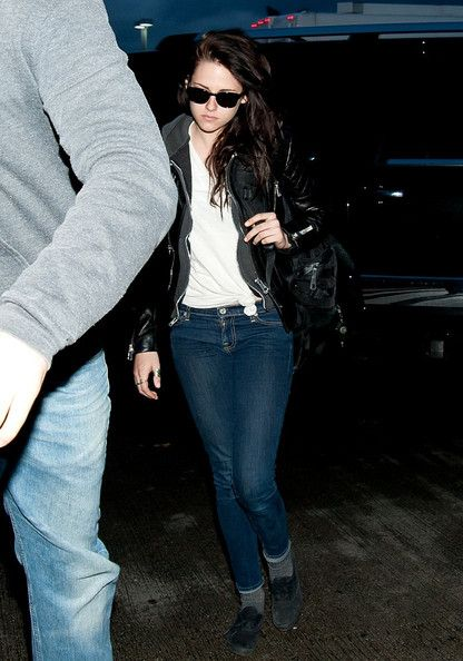 Kristen Stewart at LAX and JFK March 18, 2012