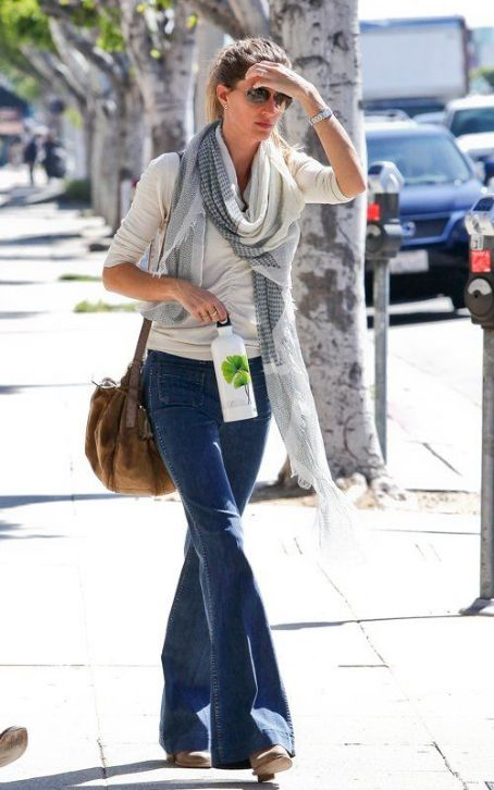 Gisele Bündchen - Gisele Bundchen's Antique Shopping Ticket Troubles