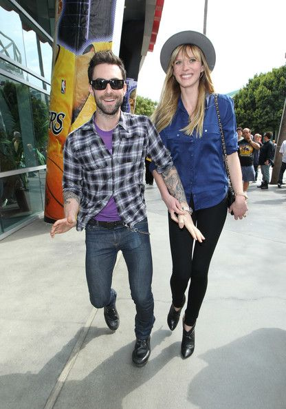Adam Levine and Anne Vyalitsyna - Lakers vs Denver Nuggets game, Staples Center in LA (April 4, 2011)