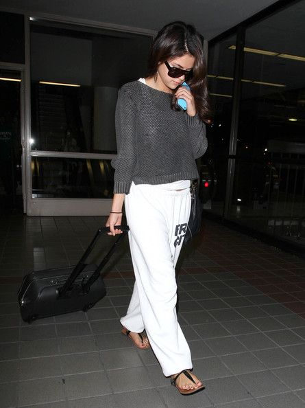 Selena Gomez was spotted at the Los Angeles International Airport last night, September 9