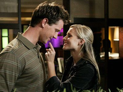Veronica Mars Kristen Bell As Veronica And Jason Dohring As Logan  (2004)