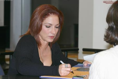 "Gloria Estefan - ""Book Release Event"" (October 12, 2005)"