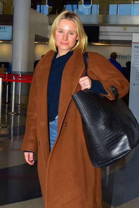 Kristen Bell – Arrives at LAX Airport in Los Angeles