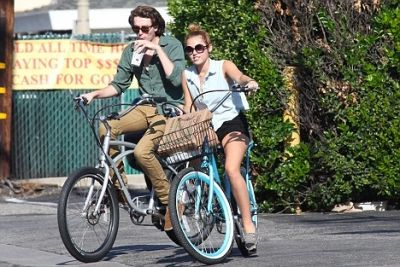 Miley Cyrus - Riding her bike in Toluca Lake With Braison [29th May]