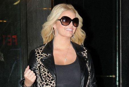 Jessica Simpson Plans to Give Birth in YSL Heels