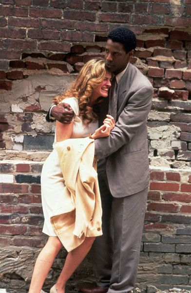 Julia Roberts and Denzel Washington in The Pelican Brief (1993)