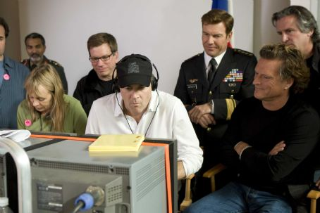 "(Left to right) Producer Bob Ducsay, Director/Executive Producer Stephen Sommers, Dennis Quaid (who plays GENERAL HAWK), Director of Photography Mitchell Amundsen and Executive Producer David Womark on the set of ""G.I. JOE: The Rise of Cobra."""