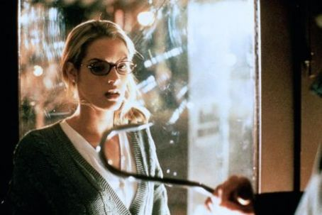 Bridgette Wilson-Sampras - I Know What You Did Last Summer (1997)