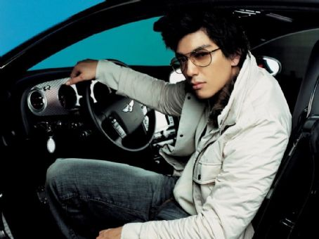 Korean-American model turned actor Dennis Oh Pictures