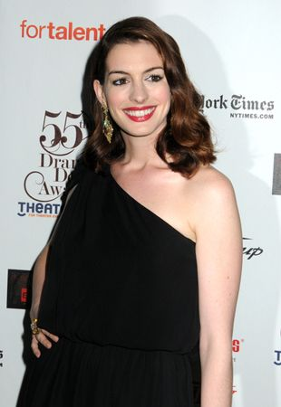 ANNE HATHAWAY'S JEWELERY TO BE AUCTIONED OFF AFTER BEING SEIZED BY THE FBI!