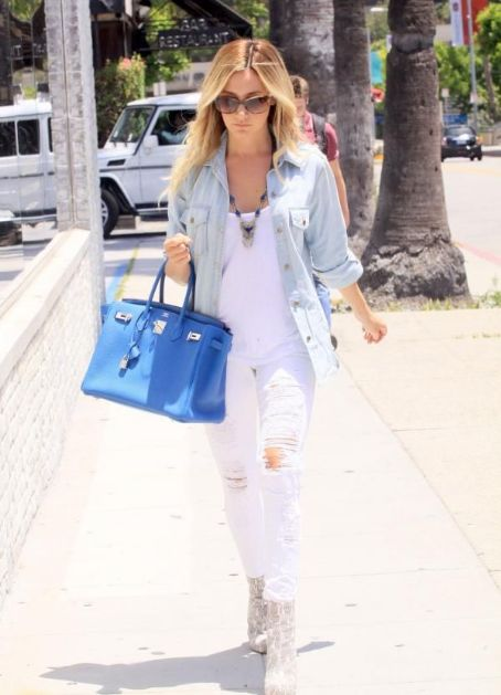 Ashley Tisdale Robertson Boulevard Shopper