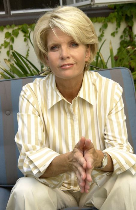 Meredith Baxter stars as gay wedding planner Harper Green in THE MOSTLY ...