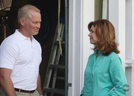 "Neal McDonough ""Desperate Housewives"" (2004)"