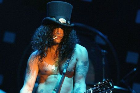 Slash Trying To Put Axl Rose Feud To Rest?