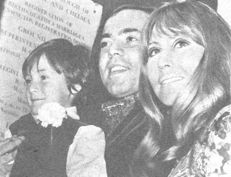 Cynthia Lennon and Roberto Bassanini - July 31, 1970 - Roberto, Julian and Cynthia posing for the press on the steps of the Kensington Register Office.