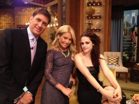 Kristen Stewart Brings Her SWATH Press Tour Around the Big Apple